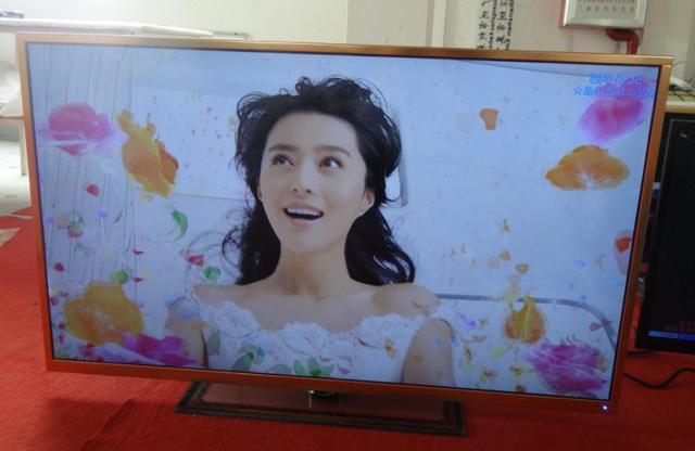 液晶电视屏幕别再用水擦,用它擦屏幕,几个月都不落灰,干净清晰