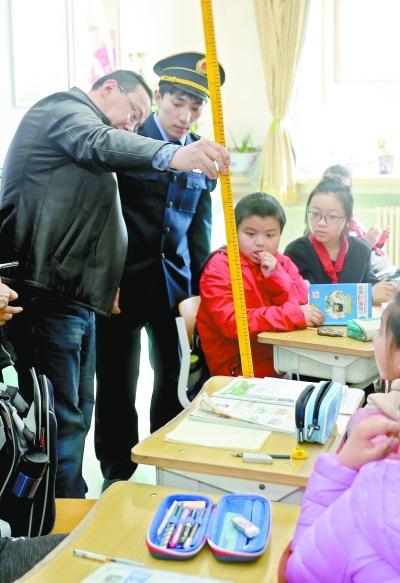 教室采光、课桌椅高度 北京将抽查中小学教学环境
