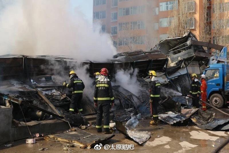 太原东中环彩钢板房着火被扑灭