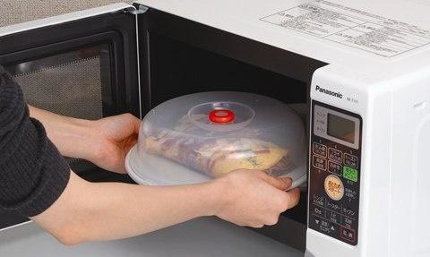 使用微波炉加热时,千万不要放这7种器皿和食物,早知道早好