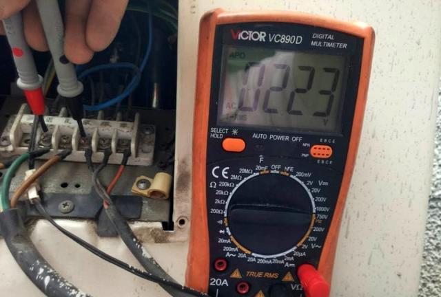 通过测量几个电压来判断查找空调不制冷的故障原因和损坏配件!