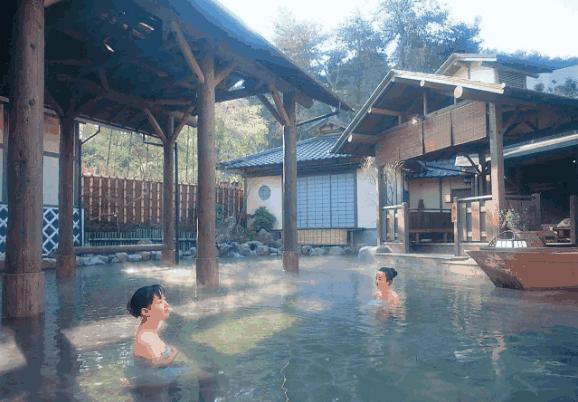 为何总有人说日本人素质高,来看看他们泡温泉礼仪,就明白了!