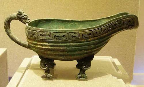 陕西农民发现地窖有宝物,许多器皿都有铭文,专家现场很开心!