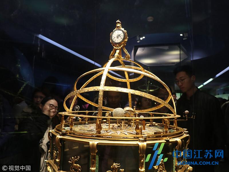 故宫钟表馆人气火爆 近百件展品让游客看花眼