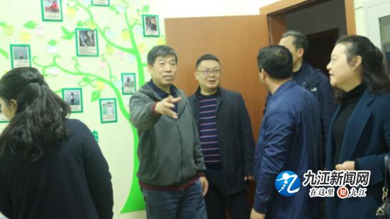 省教育技术装备站副主任林建军一行到九江小学调研