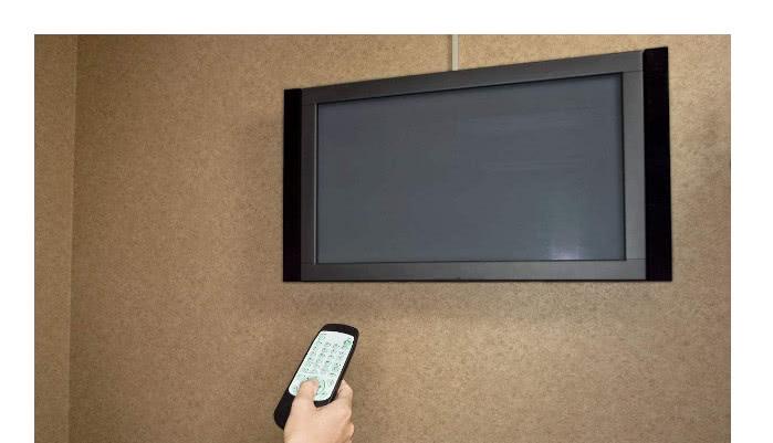 液晶电视屏幕别再用水擦,麻烦又不干净,教你一招
