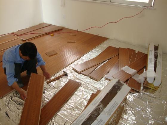 瓷砖上能铺木地板吗?这是我听过最好的回答