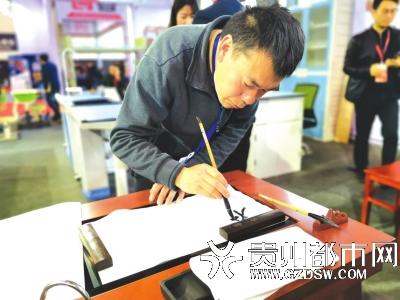 贵州首届教育装备博览会举行