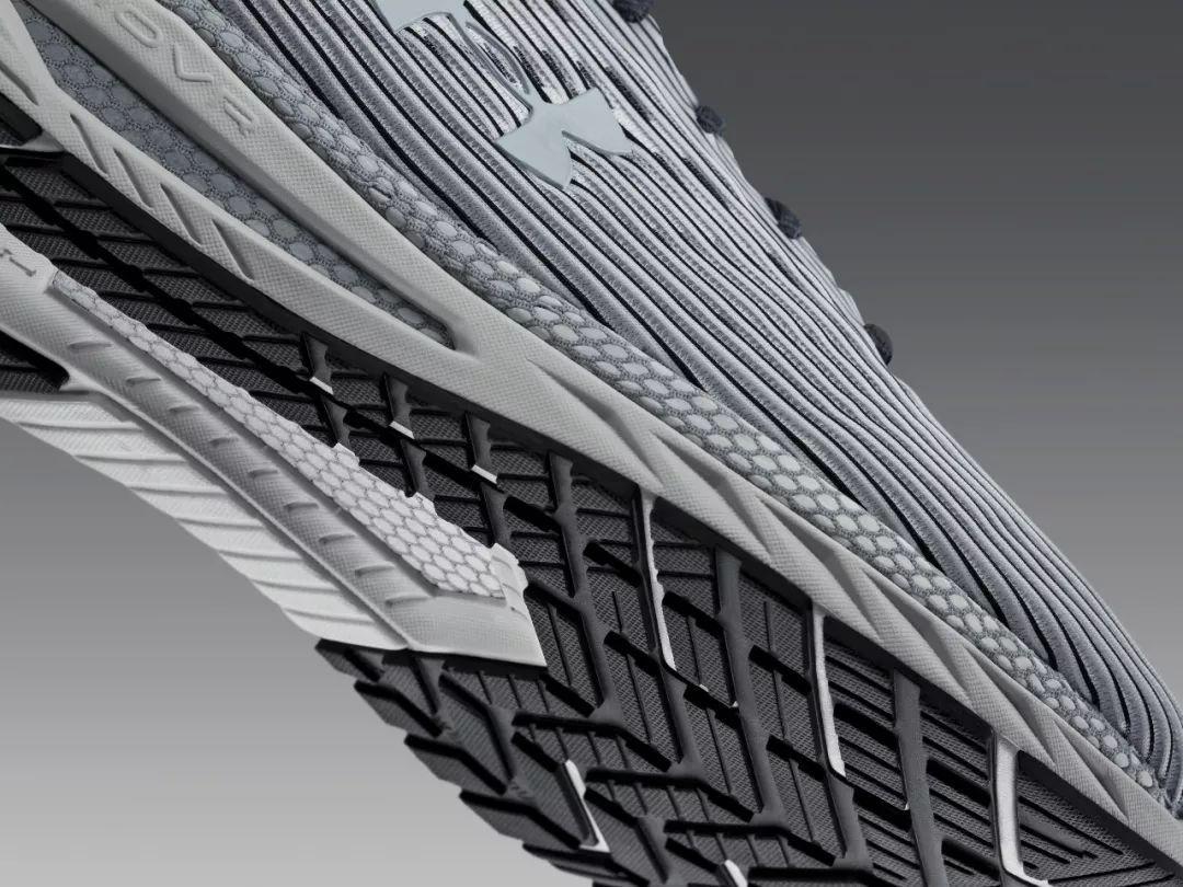 作为一双竞跑款跑鞋,UA HOVR Velociti 2专为追求速度的跑者而生