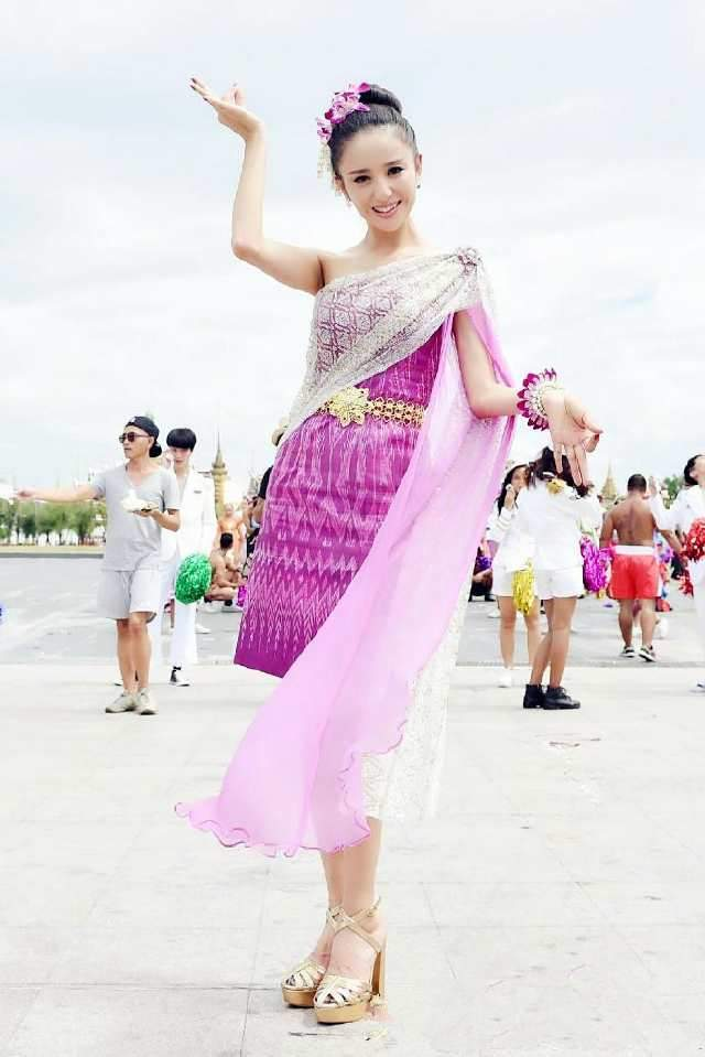 赵丽颖穿上民族服饰萌萌哒,热巴美到掉渣,佟丽娅美艳活力!