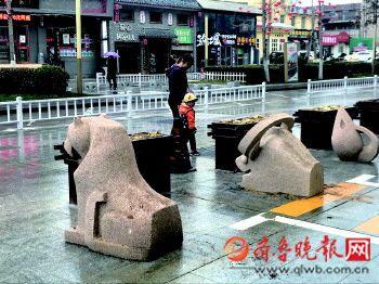 20日上午,威海十二属相石雕回来了!3月底公园路封闭改造