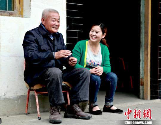 """""""中国好人""""金玉琴:带民致富 产品销往海内外"""