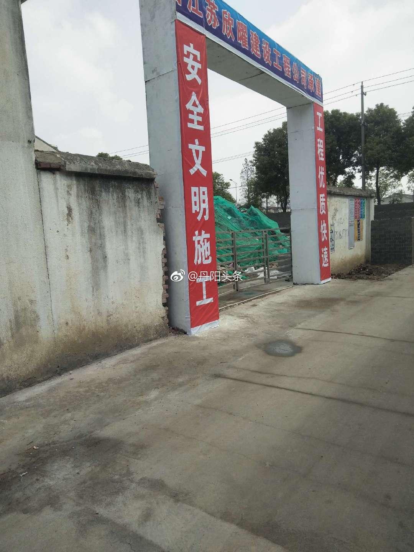 网友爆料:吕城镇玉鑫化工南围墙在村民不知情的情况下占用公用通道