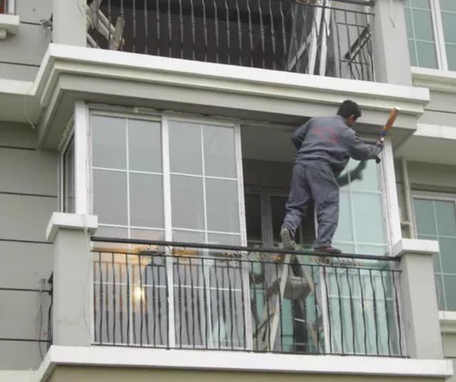封阳台用什么材料好?老师傅教你铝合金、塑钢、断桥铝的区别!