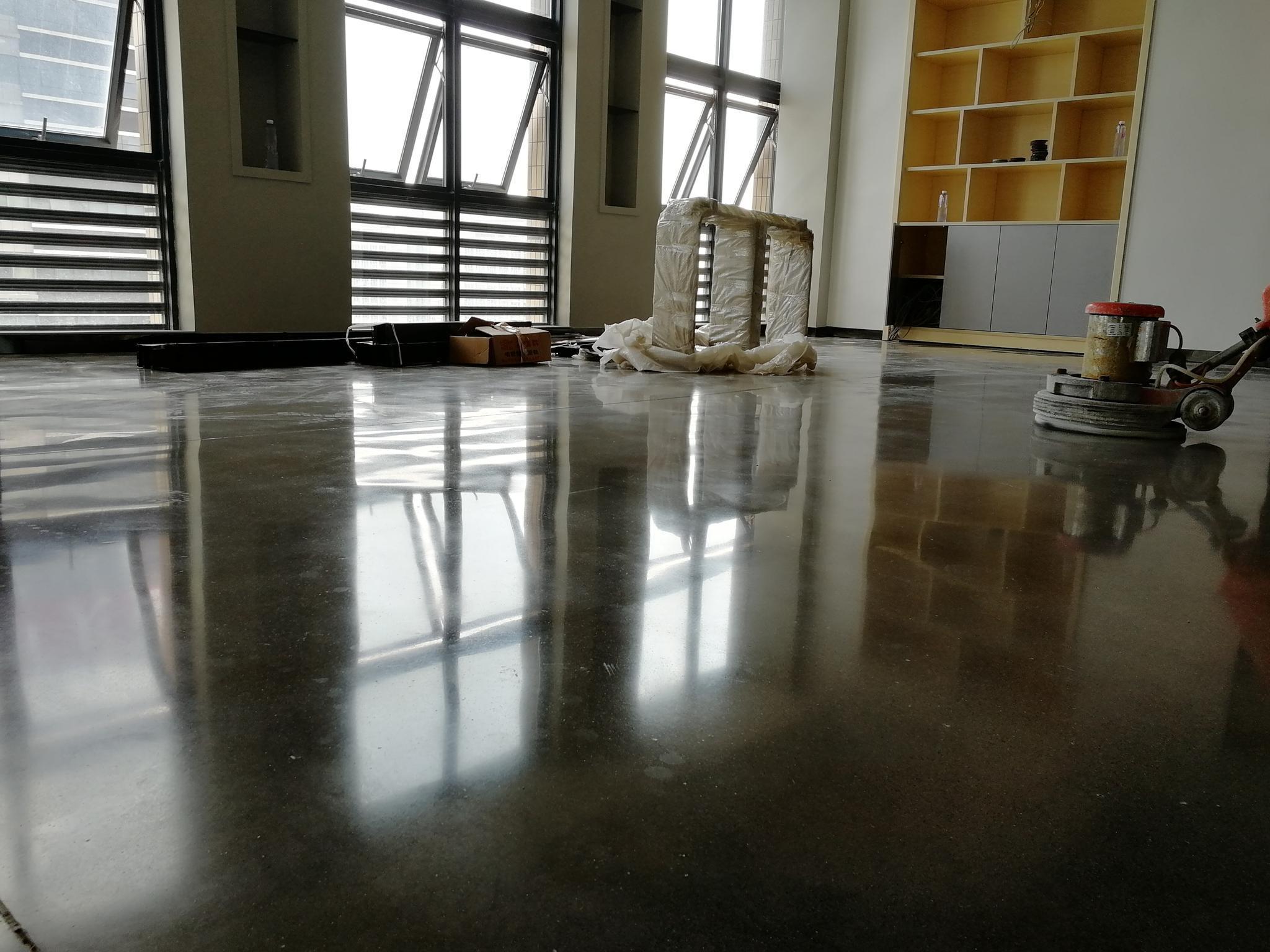 混凝土地面研磨过程中出现的划痕是怎么来的?