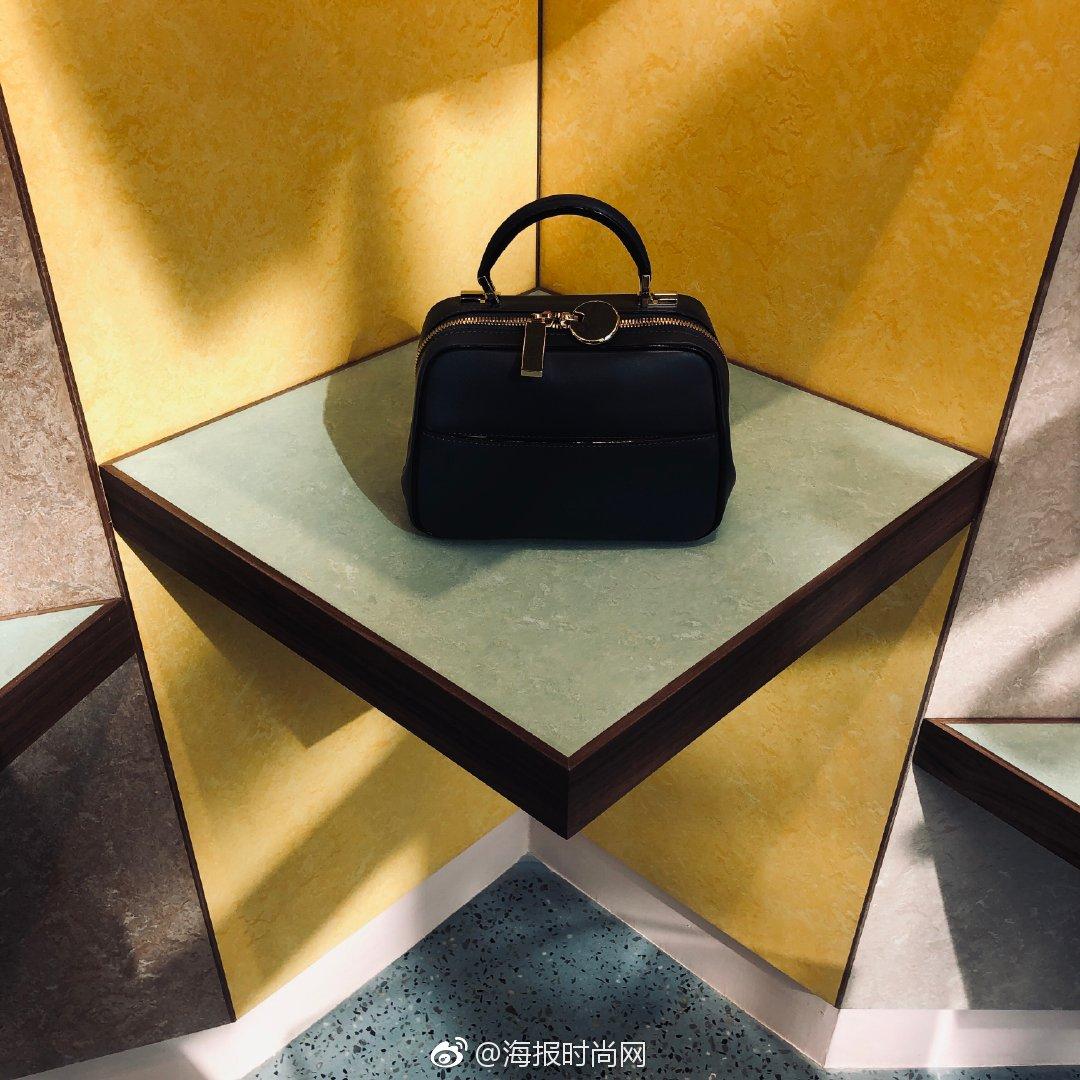 新一季系列手袋今天在三里屯旗舰店全球首发啦~Serie S系列在上世纪