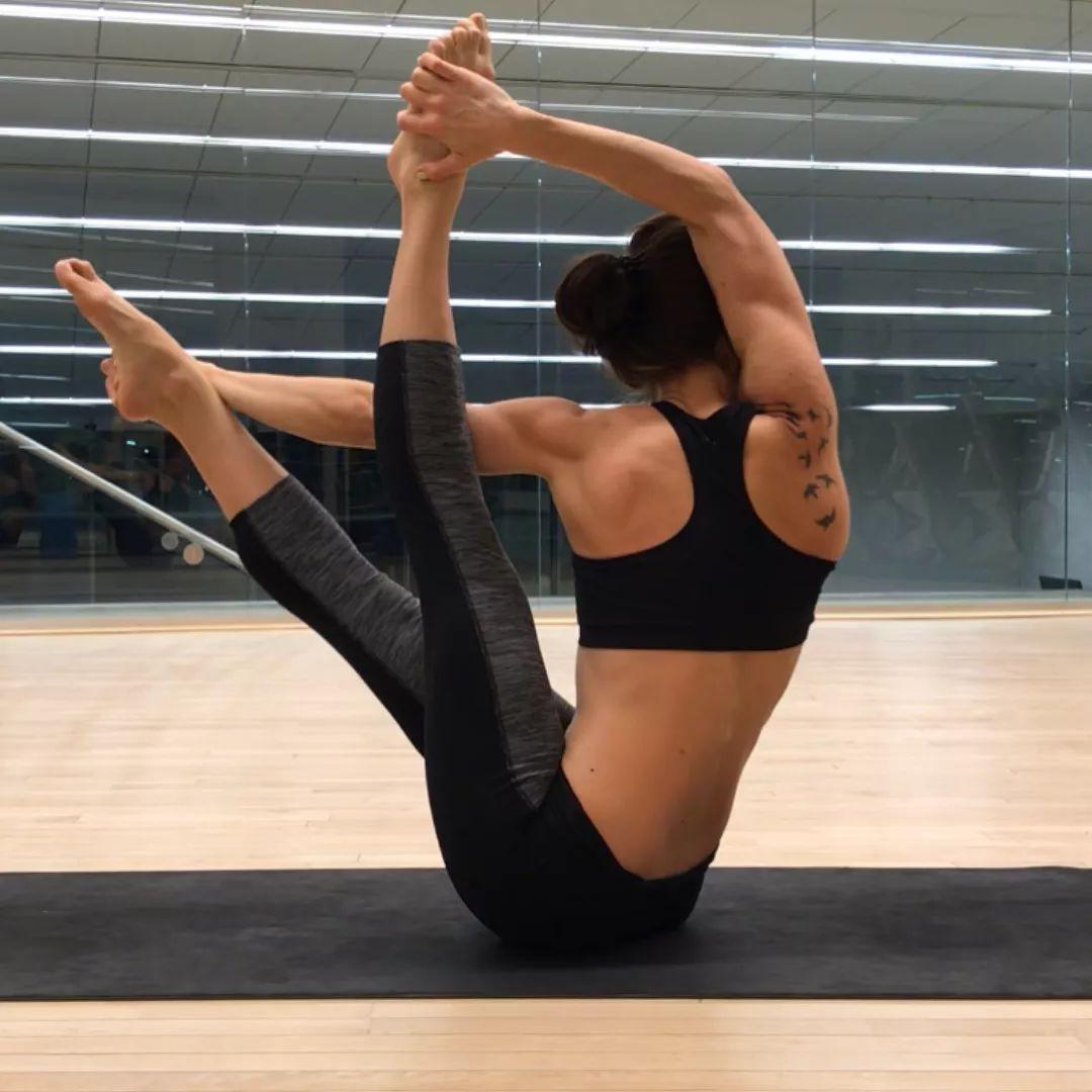 饮食不规律+加班=脾胃不调,瑜伽简单4招完美解决