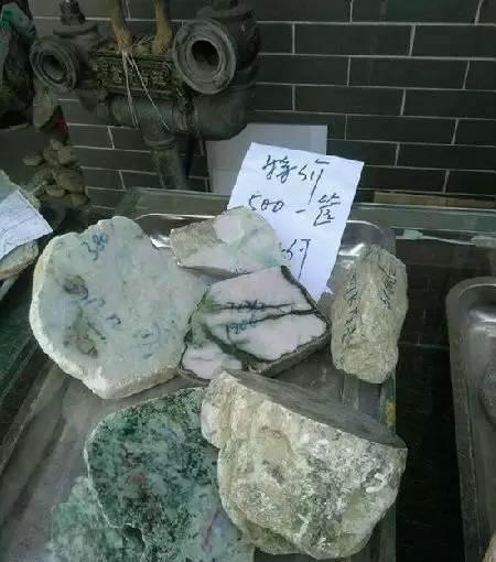 什么是翡翠赌石砖头料,看看砖头料都能做些什么?