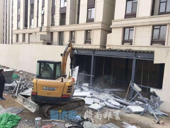 两次助拆 执法人员严查严管 领秀城350平米钢结构违建助拆完毕