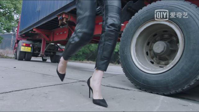 穿高跟鞋开车出场自带鼓风机 王鸥新剧有点叫人失望啊