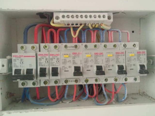 丑爆的强弱电箱可以移吗?30年电工师傅说:不懂的人都说不能!