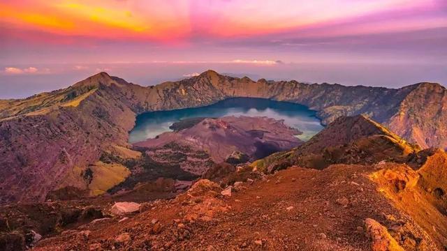 印尼龙目岛旅游:巴厘岛旁边的冷门海岛,仿佛是被遗忘的仙境