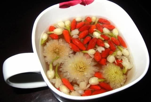 痛风病人能喝菊花茶吗?医生:这3种食物放心吃,还能帮助排尿酸
