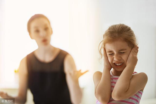 熊孩子在公共场合喧哗,父母的处理方式叫大家反感,做家长太失败