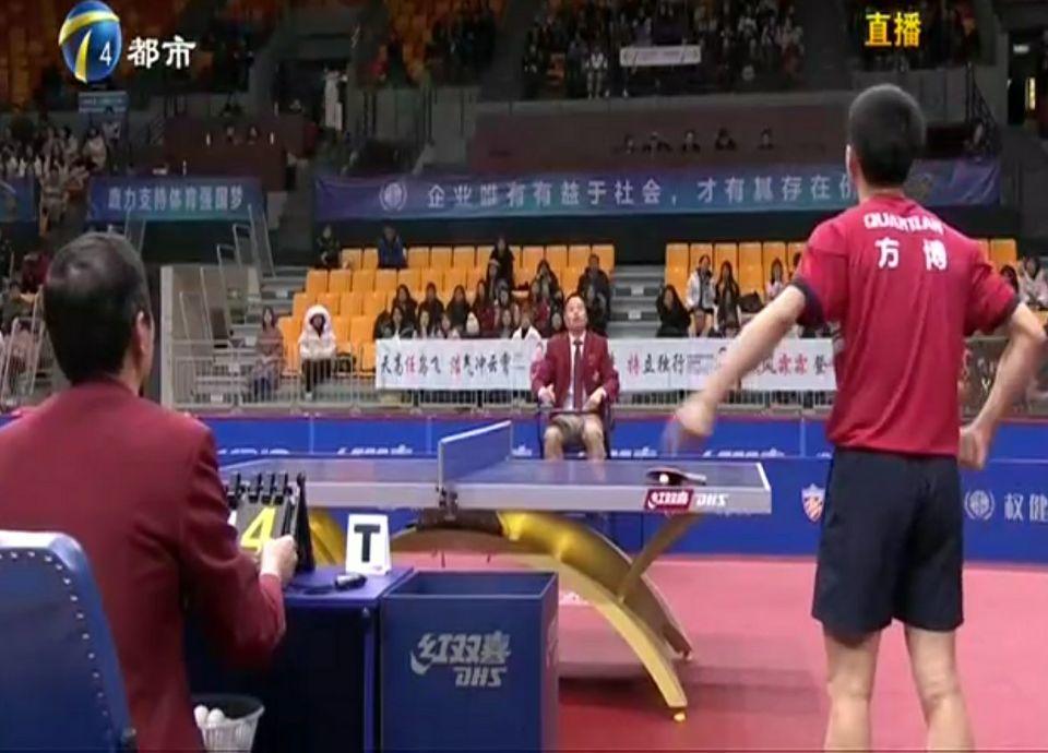 国乒世界冠军2次与裁判斗气,踢毛巾桶泄愤被扣分,仓促输掉比赛