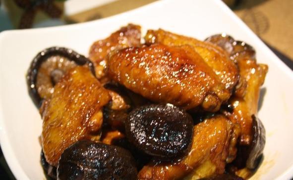 美食推荐:茶香猪蹄,香菇炖鸡翅,西汁焗猪肝, 芦笋炒蘑菇