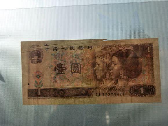 邻村老大爷收藏了几十年的错版币,古董店老板出价5万!