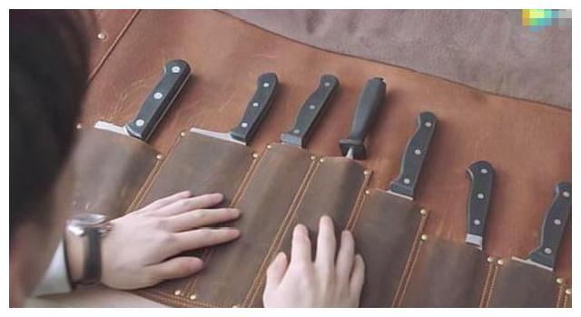 都挺好:明玉送给石天冬的那套刀具,价格被曝光后,网友:求链接