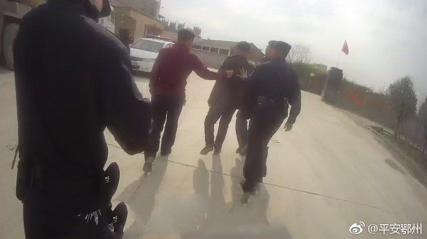 鄂州一男子因口角言语心生怨恨 携带管制刀具讨说法被拘留