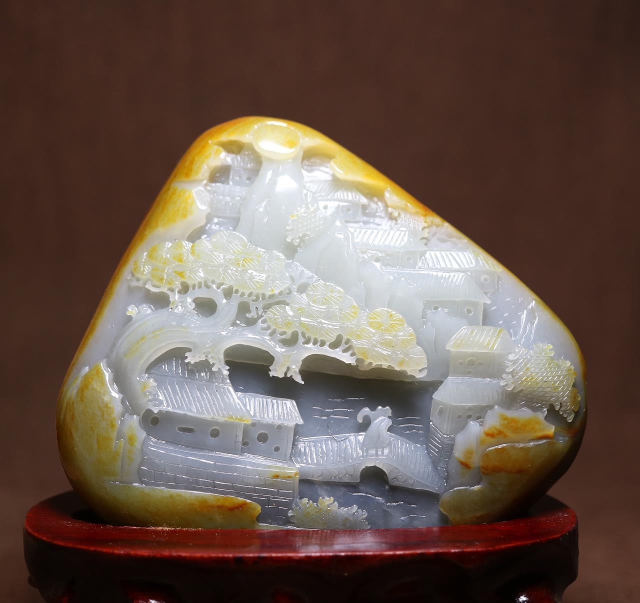 和田玉籽料原石雕刻后,展现不一样的美,成了玩石人的挚爱