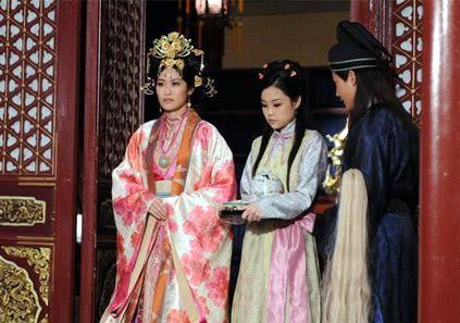 古代没有科学仪器,皇帝为确保皇室血统,婚前要给驸马做个测试