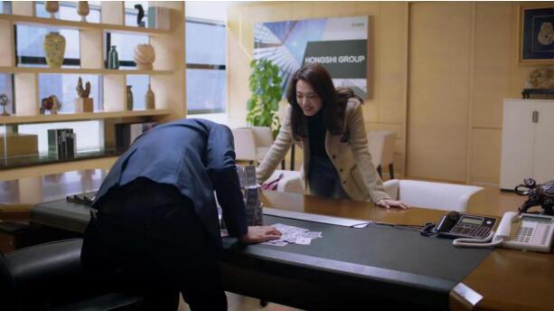 《都挺好》苏明玉众城集团的办公桌椅!