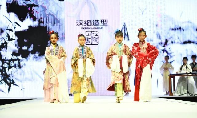 当英伦潮服遇上中国风,济南儿童服装秀火爆来袭