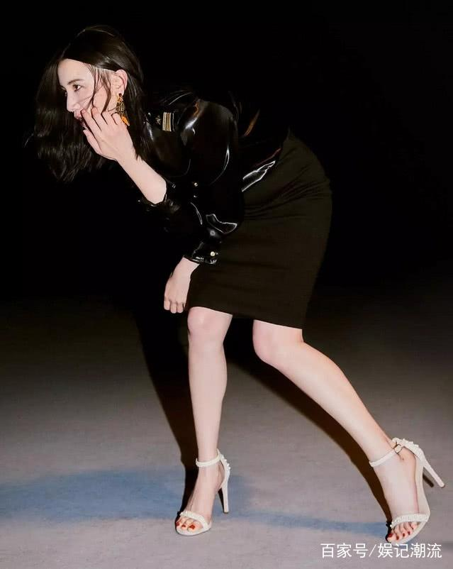 宋佳真是厉害,穿包臀贴身裙配珍珠鞋,下腰姿势成众人焦点