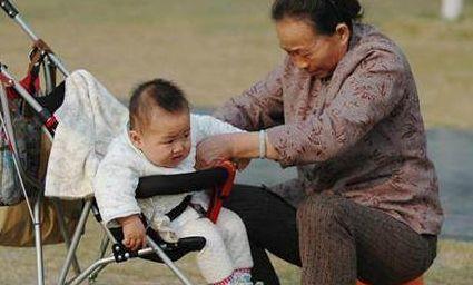 老婆生完孩子,母亲买来孙子的日用品,为什么会被儿子赶回老家?