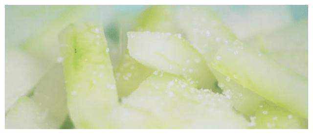 晶莹剔透状似青玉,冬瓜糖渍的蜜饯冬瓜糖,重温糖果替代品的味道