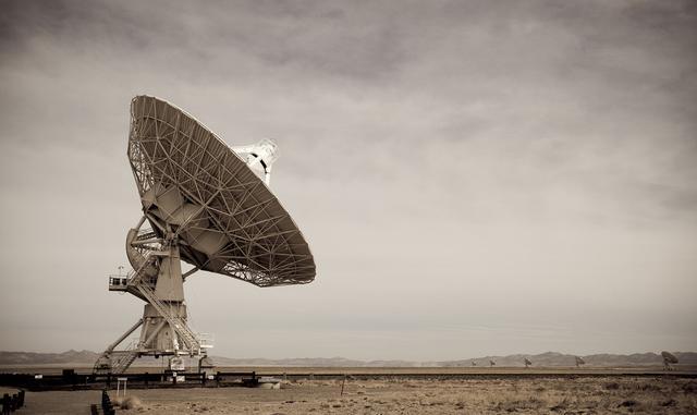 宇宙中出现未知无线电信号,霍金警告不要做出任何答复!