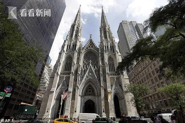 想干啥?男子晚上拎着两桶汽油两瓶打火机液进入纽约著名大教堂
