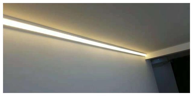 家里装修别买灯具了,现在流行发光顶角线,省钱又漂亮!