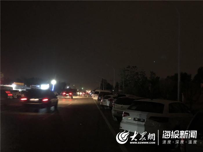 菏泽大学路东段路灯不亮存安全隐患 本月底将通电