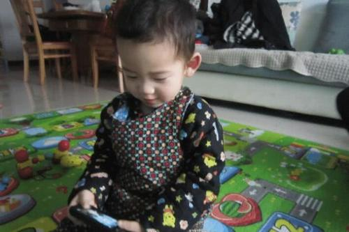 真正毁掉孩子的,往往不是手机电脑,而是家长嘴里的三个字