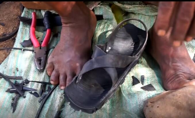 非洲鞋子纯手工制作,耐磨性公认的好!网友:难怪江南亚博网页版厂倒闭