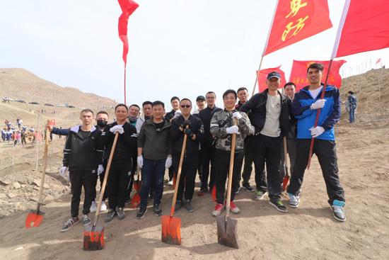 新疆天盾安防组织开展2019年春季义务植树活动