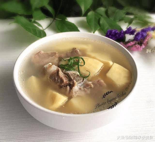 冬笋龙骨汤,味道鲜美,肉烂笋脆,汤清甜爽口不油腻