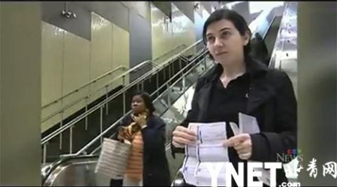 乘扶梯时拒绝扶扶手被拘留 加拿大女子上诉10年维权