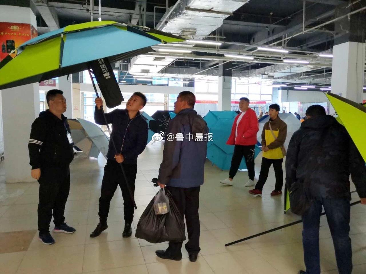 这两天,淄博国际会展中心咋这么多人?居然是首届山东国际渔具展